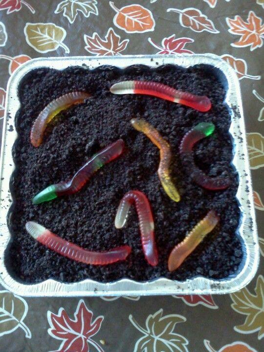 Worms in dirt for Halloween dessert! Brownies, frosting, crushed - halloween dessert ideas