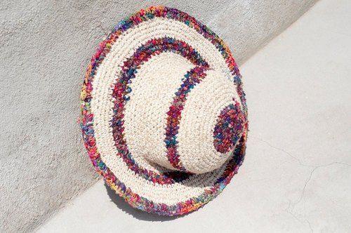 剛剛逛 Pinkoi,看到這個推薦給你:民族拼接手織布棉麻帽 / 針織帽 / 漁夫帽 / 遮陽帽 / 草帽 - 熱帶風漸層條紋 ( 限量一件 ) - https://www.pinkoi.com/product/VFo1vBCH