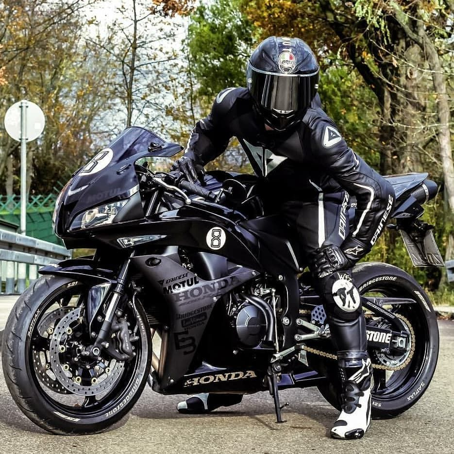 Pin By James On Bikes And Gear Bike Leathers Motorbike Leathers Super Bikes