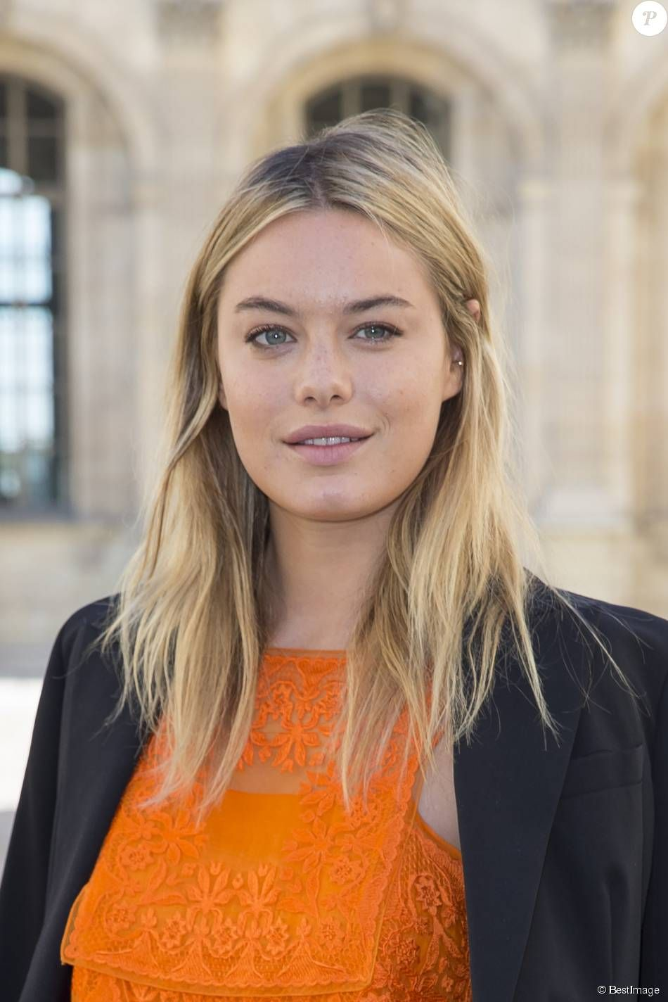Photos Camille Rowe People Au Defile De Mode Christian Dior