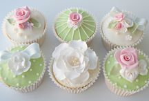 Pretty cupcakes and lovely cakes / by Debbie Dennis
