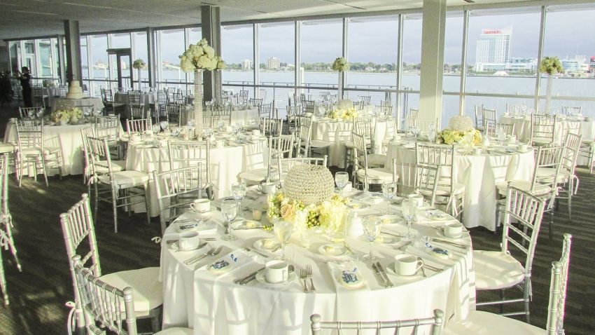 Waterview Loft Offers A Modern Cosmopolitan Setting For Detroit Weddings Corporate Events And Parties With Stunning Riverfront Background
