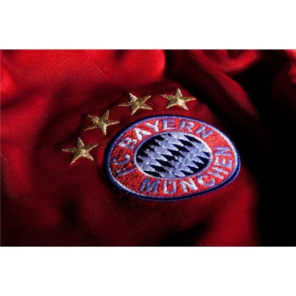 Camiseta Bayern Munchen / adidas $149.900 Envío GRATIS . Compra : Escríbenos un inbox - agreganos : WhatsApp: 3183621939 - BBM: 2AC5A173