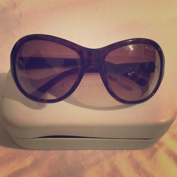 MARC JACOBS SUNGLASSES Love these MJ sunnies! Beautiful burgundy color with gold tone detailing. Pre-loved but in good condition. Marc by Marc Jacobs Accessories Sunglasses