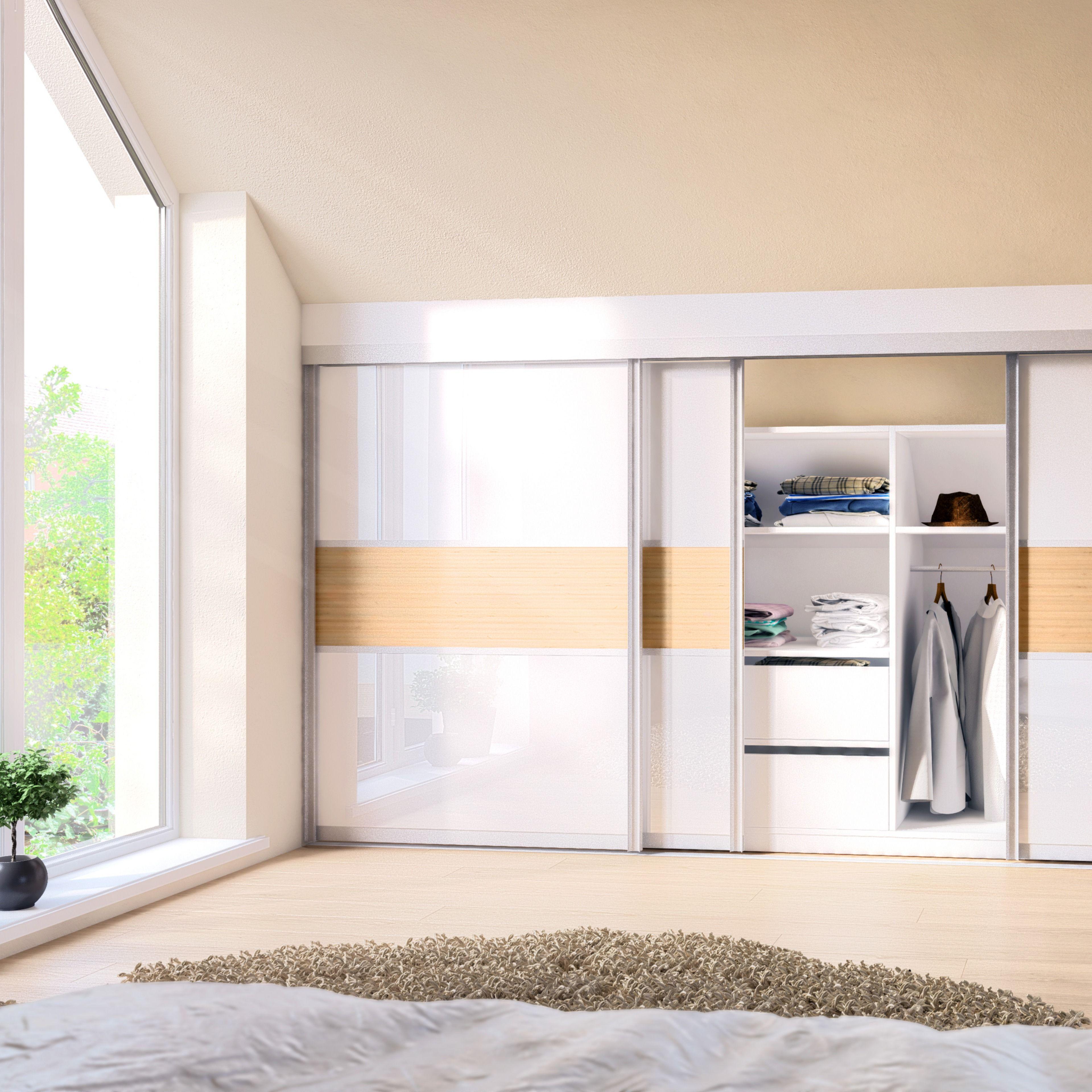 Im Schlafzimmer lässt sich unter Dachschrägen mit Möbeln ...