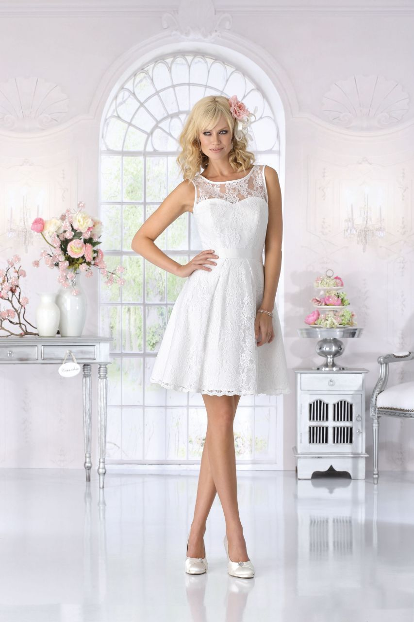 Kurzes Brautkleid von Trés Chic #treschic #brautkleidkurz ...