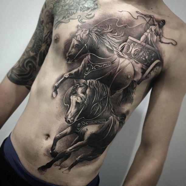 streitwagen tattoo pferde oberk rper tattoo tattoo. Black Bedroom Furniture Sets. Home Design Ideas
