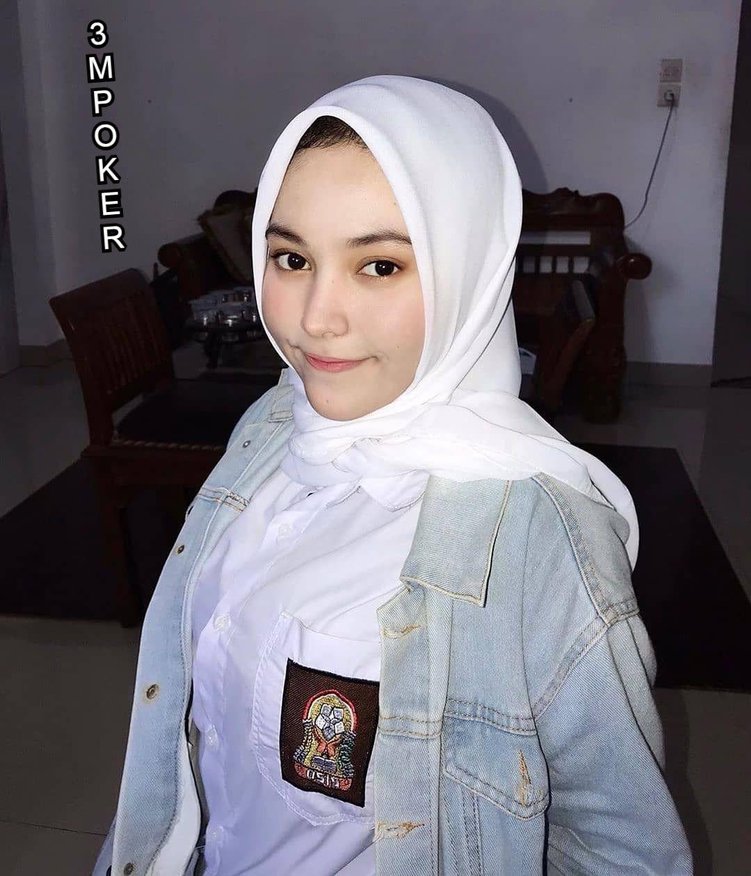 Cewek Manis In 2020 Girl Hijab Hijab Chic Aesthetic Girl