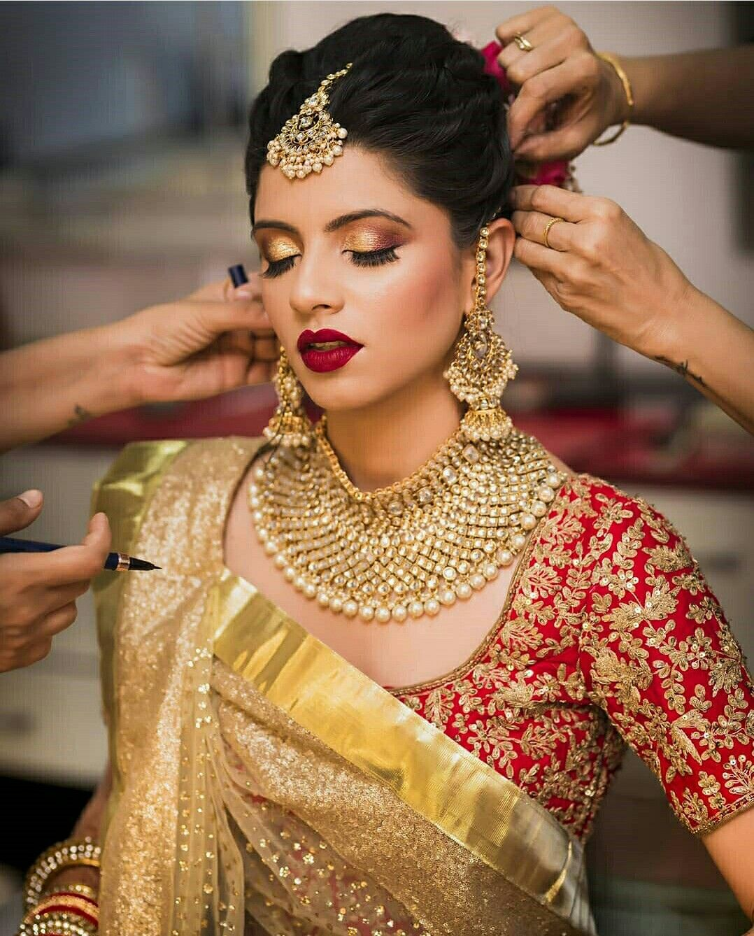 Pin by Ana Sanchez on aBridal photography   Indian bride makeup ...