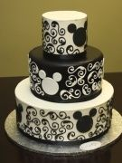 For all my Disney lovers. I love this Mickey themed wedding cake.
