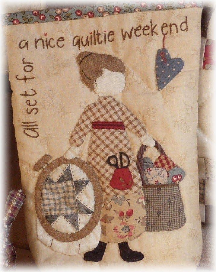 Voici terminés les 2 accessoires du panier du   Quilt Me Club 2014   de L'Atelier Perdu de NatalieJo     l'étui à aiguilles , tout d'abor...
