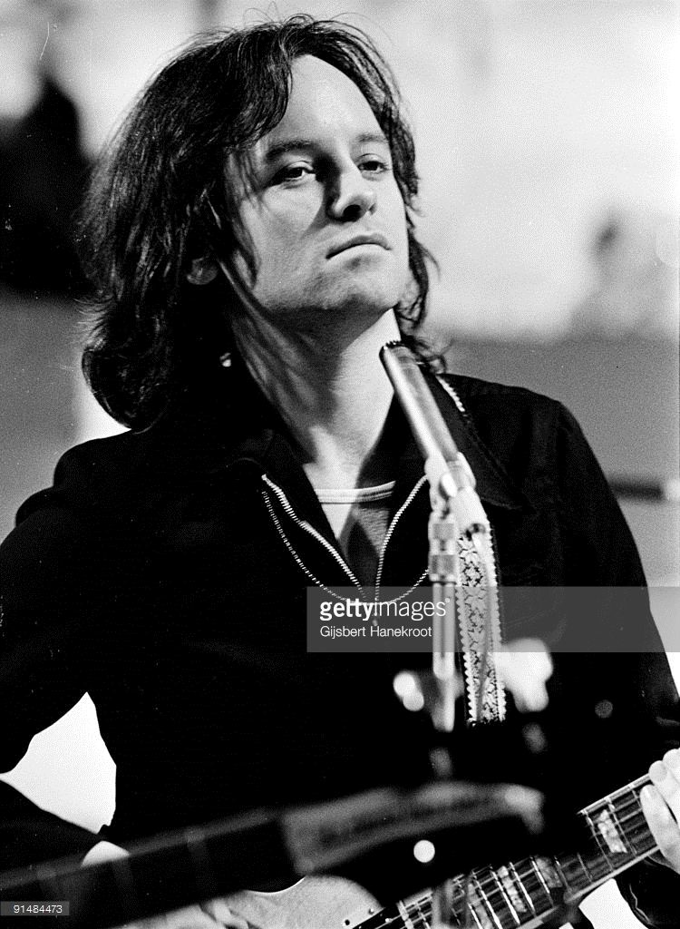 Eric Stewart From 10cc Performs Live On Top Pop Tv Show At Hilversum Richard Beckinsale Tv Shows Eric