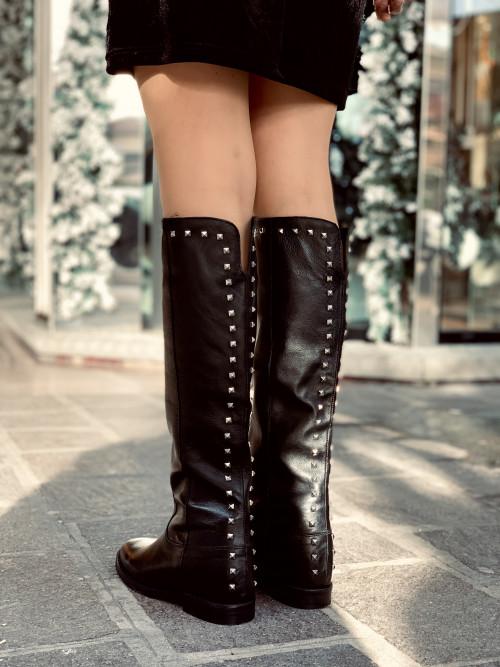Stivali con zeppa interna neri in pelle con borchie made in