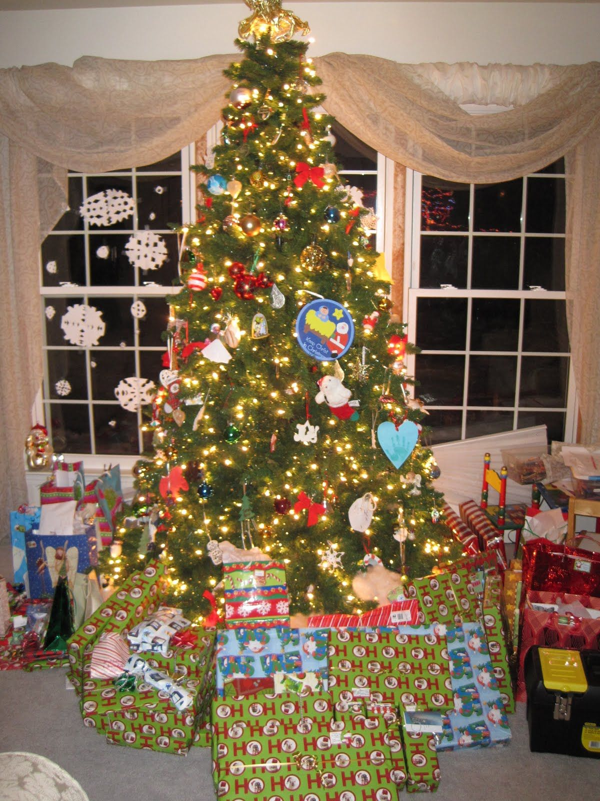 Christmas Presents Under Tree.Pin On My Xmas Wishlist Part 3 2015