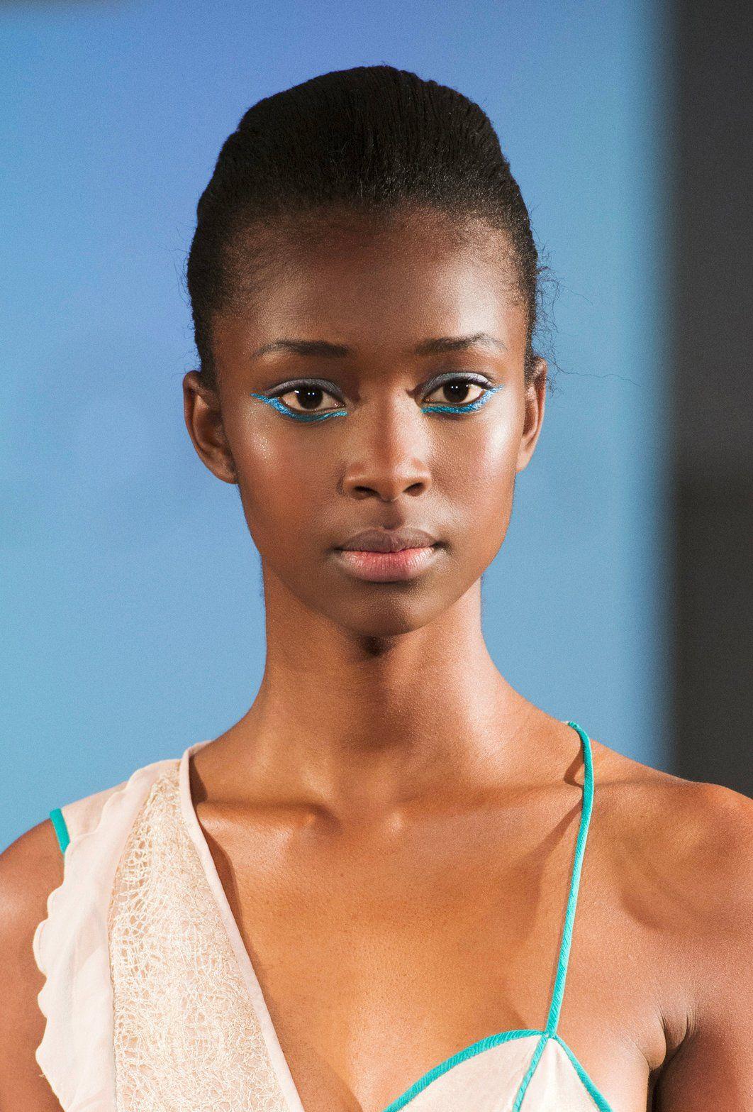 un reverse cat eye bleu turquoise tendances maquillage. Black Bedroom Furniture Sets. Home Design Ideas