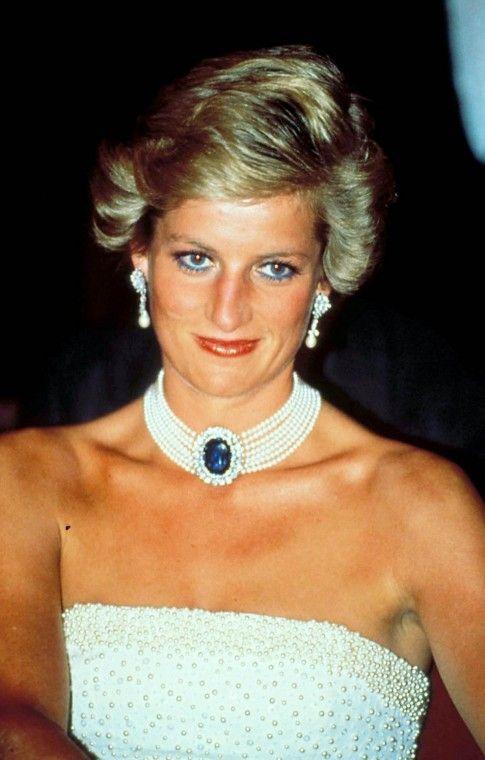 I look più famosi di Lady Diana - Abito bianco con collier ...