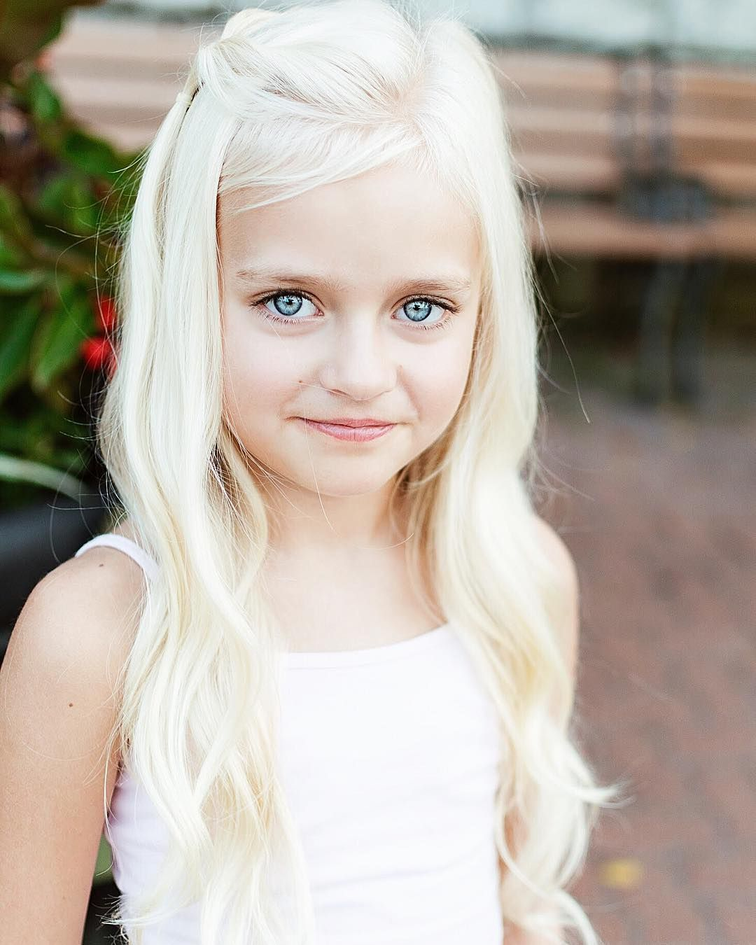 1 182 Likes 84 Comments Daphnie Pearl Model Muse Daphnie Pearl On Instagram This Is T Blonde Hair Girl Little Girl Hairstyles Girls School Hairstyles