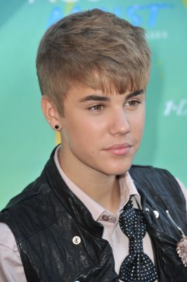 Justin Bieber Haircut Photos Styling Tips More Justin Bieber Justin Bieber 2011 Justin Bieber Pictures