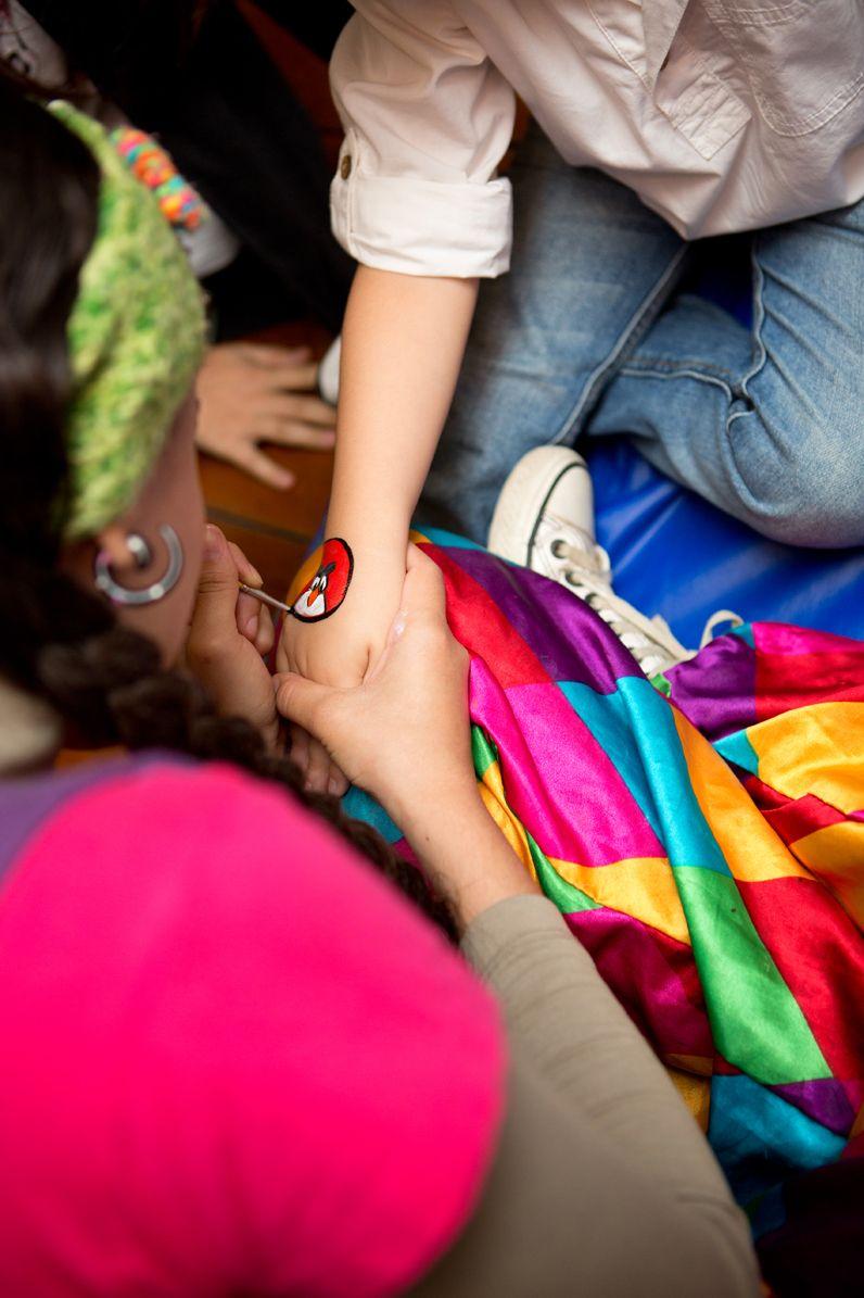 A Movimentarte Kids traz para os baixinhos o melhor do entretenimento infantil, eles trabalham com música e a interação da criança com o instrumento musical, pinturas, teatrinho de fantoches. Peçam um orçamento através do Mamãe eu Kero, basta clicar neste link: http://www.mamaeeukero.com.br/posts/393