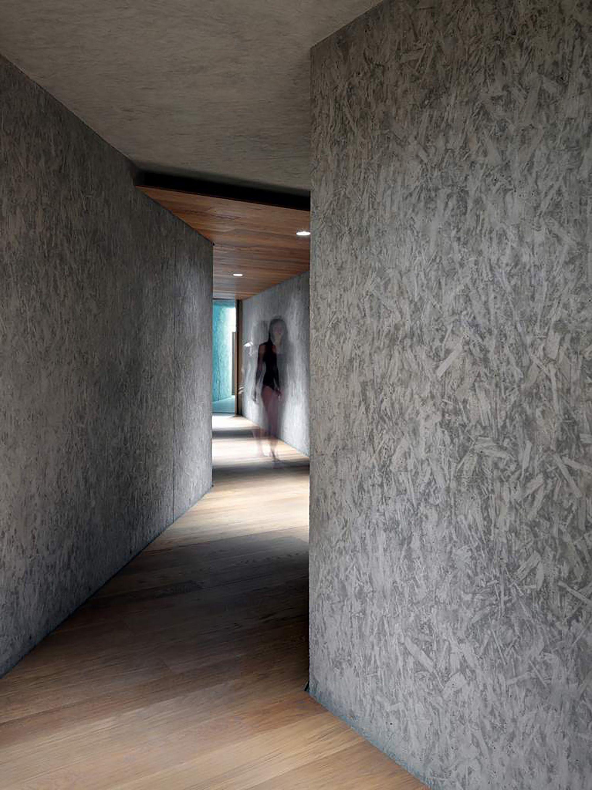 Piscina de Roccolo / act_romegialli. Parque Monte Barro – Museo Etnografico Dell'Alta Brianza, 23851 Galbiate LC, Italia.  Arquitectos: act_romegialli.  © Marcello Mariana