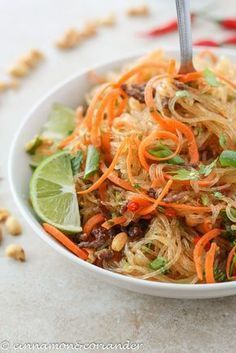Thai Glass Noodle Salad with Ginger Lime Dressing - Yum Woon Sen  - Rezepte -