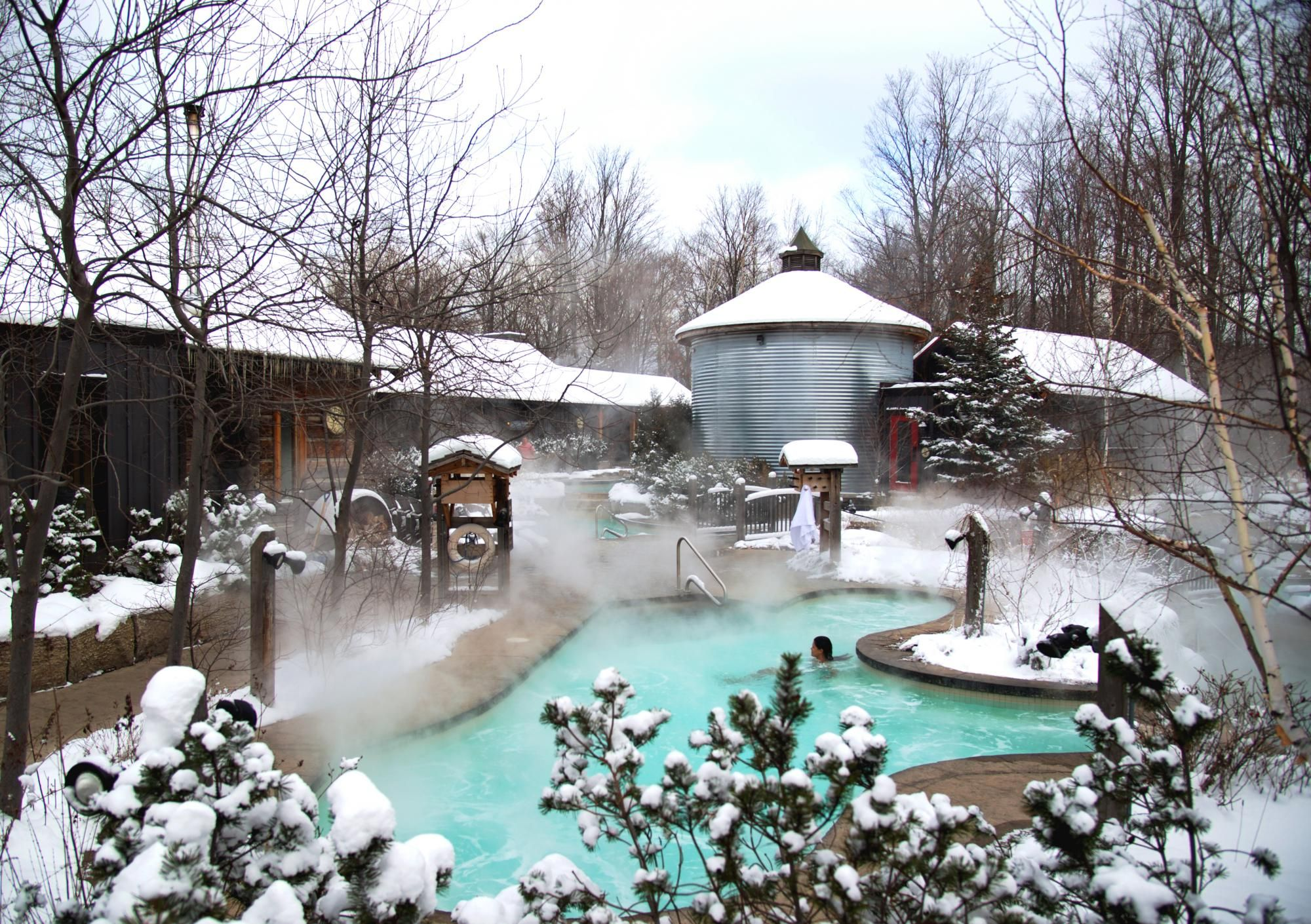 Live The Authentic Nordic Spa Scandinave Spa Blue Mountain Offers The Experience Of The Scandinavian Baths Whe Blue Mountain Beaches In The World Spa Getaways