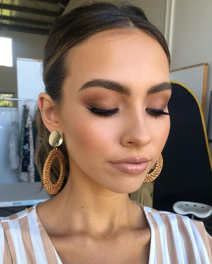 Photo of Today for Petal & Pup babe Deni McDermott eye makeup with @elciecosmetics min …