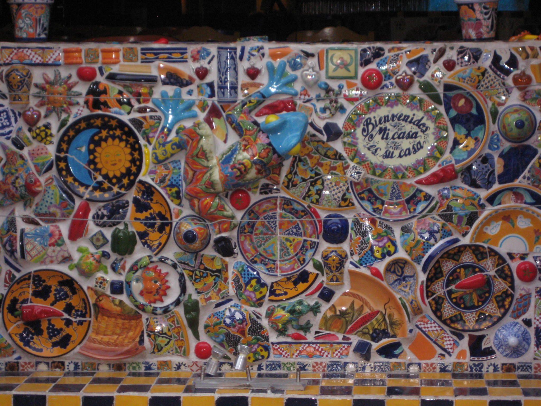 Mural de san miguelito est hecho con diversos art culos - Ceramica para exteriores ...