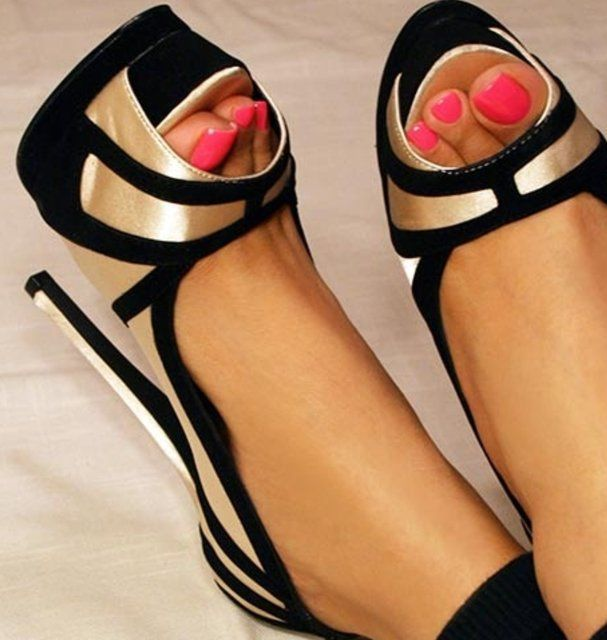 Gorgeous gold and black open toe heels (I&39m ignoring the slightly