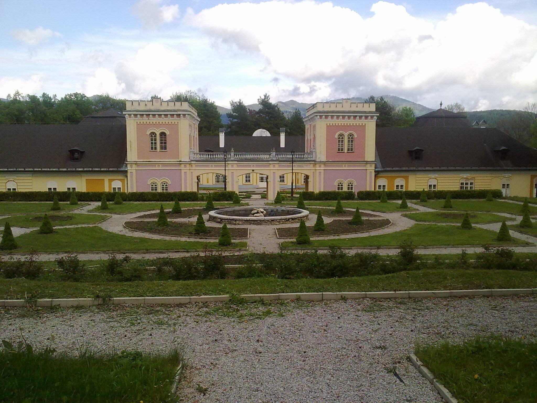Kaštieľ v Hodkovciach pri Spišskom hrade, priľahlá kaplnka a rodinný cintorín Csákyovcov