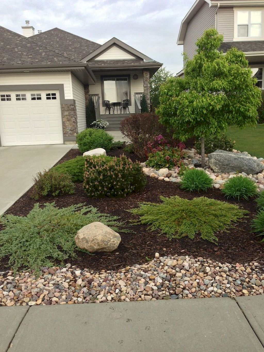 60 simple low maintenance front yard landscaping ideas for Low maintenance front garden