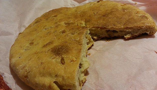 La tradizionale pizza con i cicoli: una specialità tutta molisana | Molisiamo