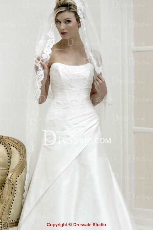UK Style Delightful Strapless Wedding Gown Features Detachable Dreamy Veil and Delicate Frills Detail