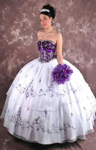 Vestidos de novia con toques morados