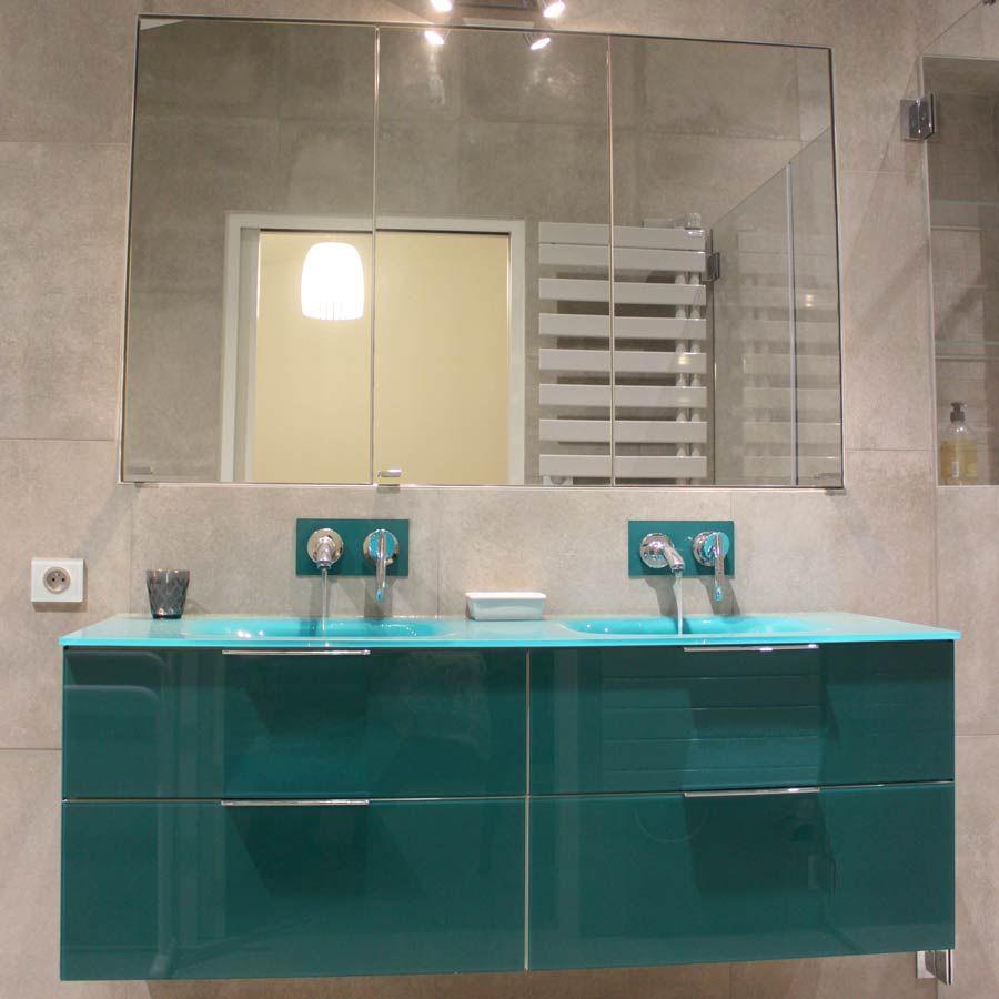 Epingle Par Atlantic Bain Sur Idee Couleur Salle De Bain En 2020 Salle De Bains En Verre Meuble De Salle De Bain Armoire De Toilette