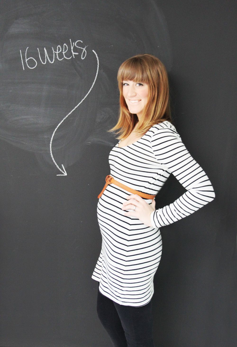 My tummy at 16 weeks pregnant, 16 week pregnant belly, pregnancy belly  photo ideas, maternity shoot #maternityshoot