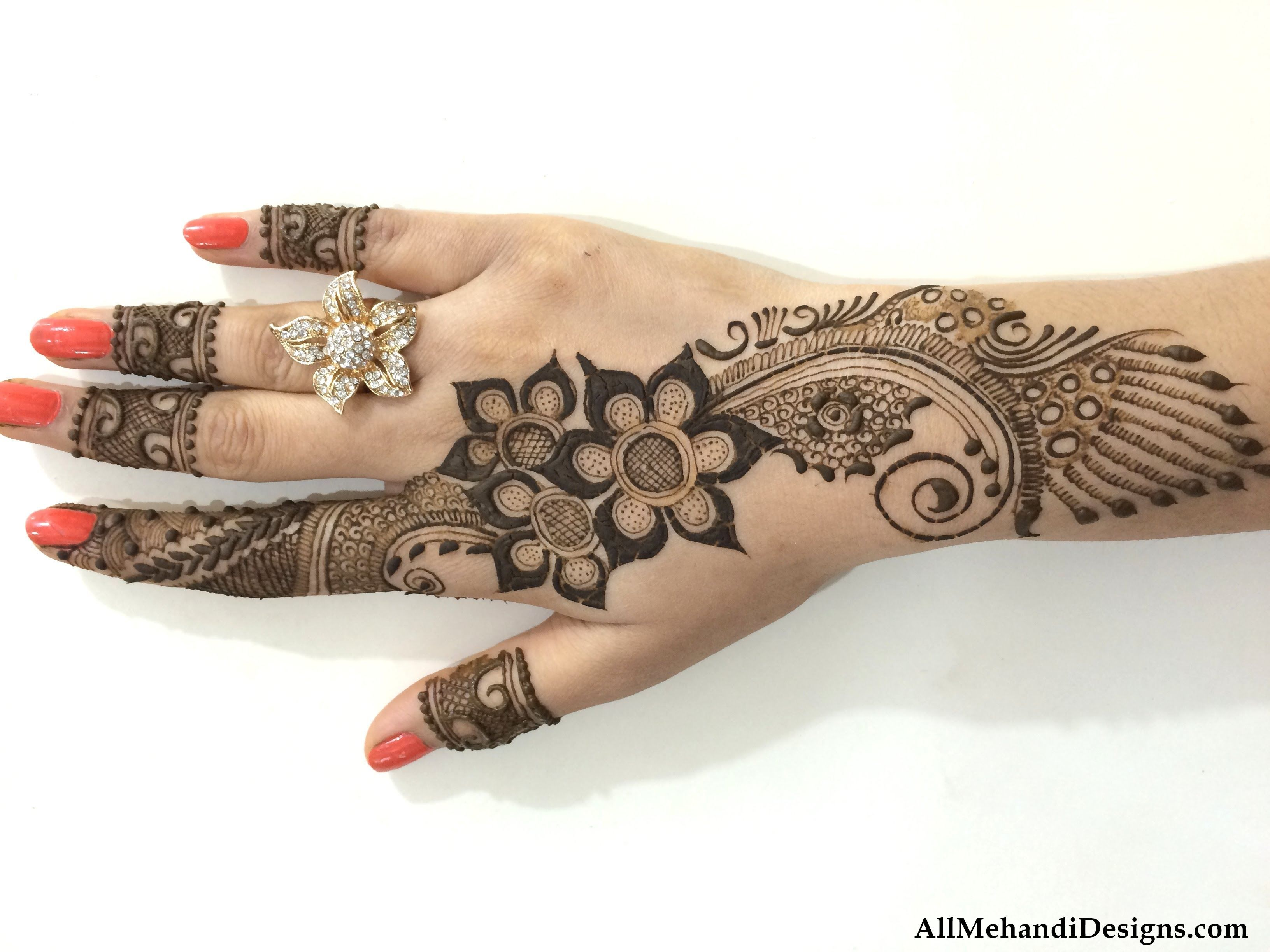 Mehndi Designs Hands Photo Gallery : Get most easy mehndi design images collection we have added