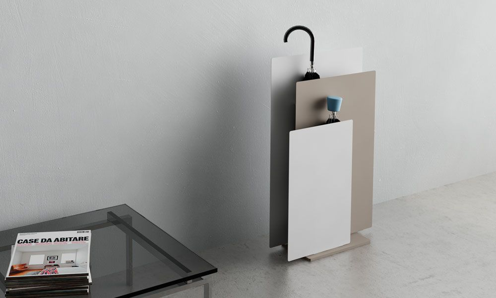 Sou. Umbrella stand composed by three painted steel panels thought-out for either big or small umbrellas. Two versions are available: standing or on the wall. #smallumbrella
