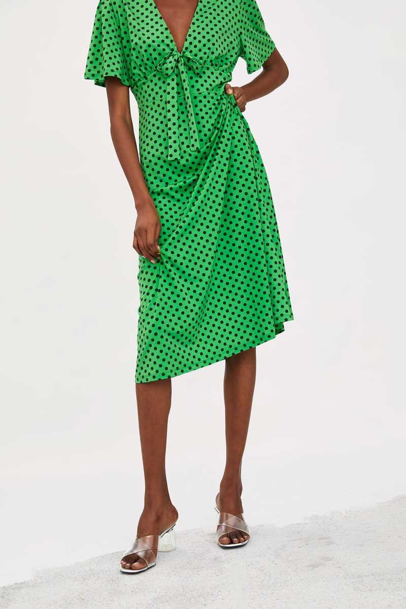 Este Es El Vestido De Zara Con El Que Pasar De Ponerse Morena Vestidos De Lunares Vestidos Zara Zara Mujer Vestidos