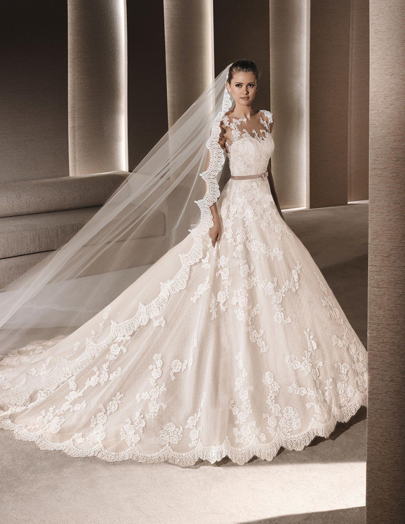Vestiti Da Sposa Spagnoli.Roby Abito Da Sposa In Stile Principessa Di Colore Beige La