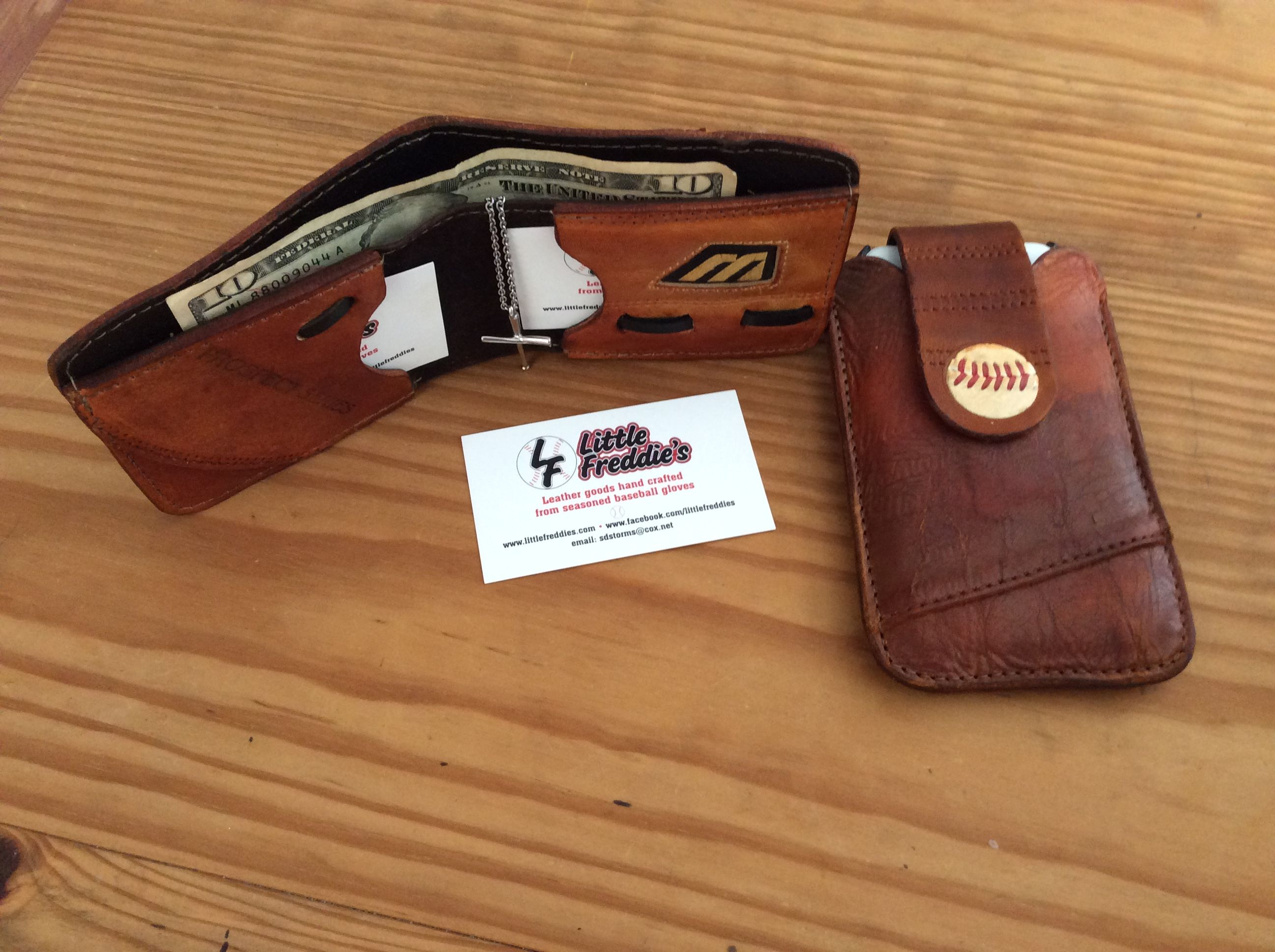Recycled baseball glove wallet - Mizuno Baseball Glove Wallet And Iphone Case With Adjustable Magnetic Closure Strap