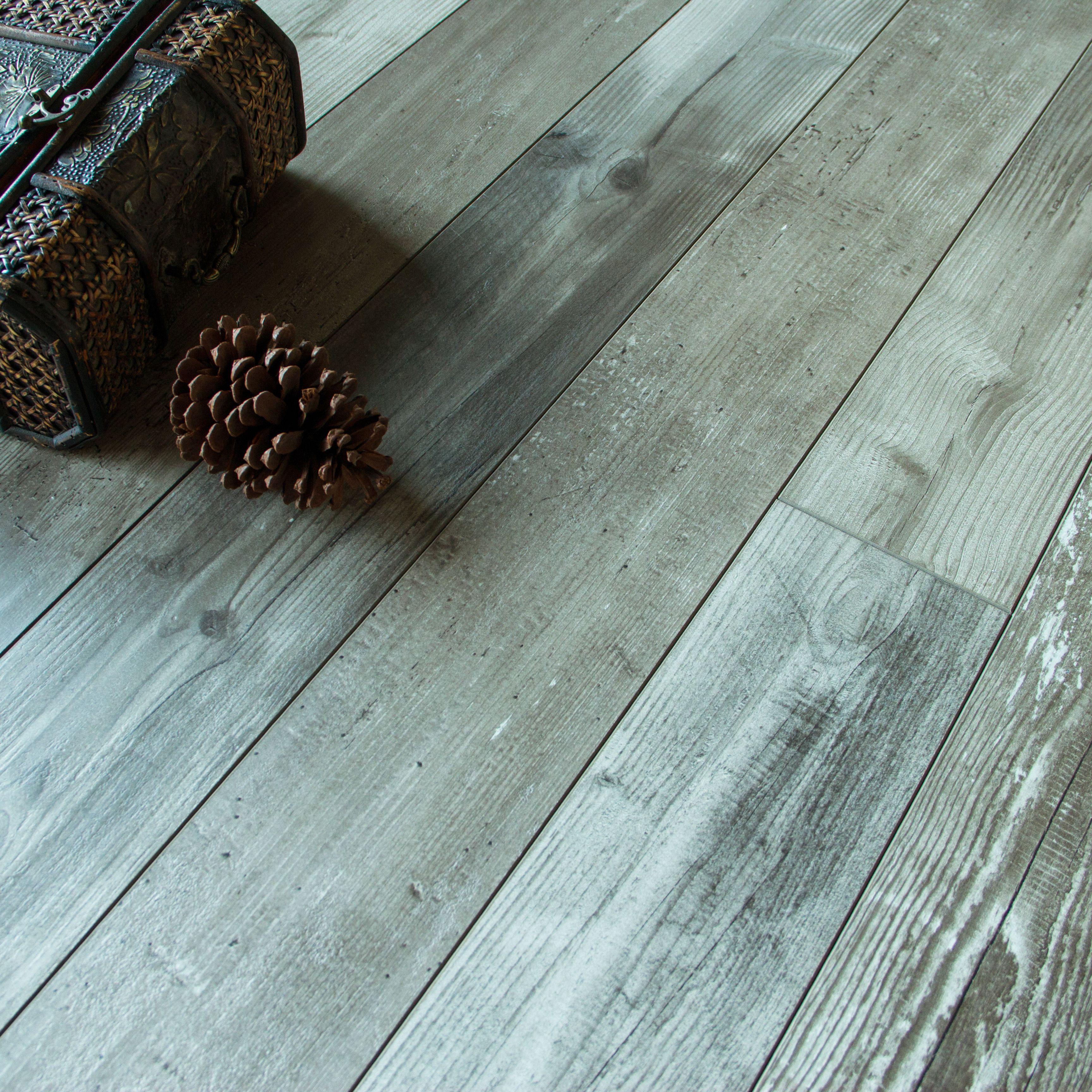 Imelda Driftwood Pine Effect Laminate Flooring 1.22 m²