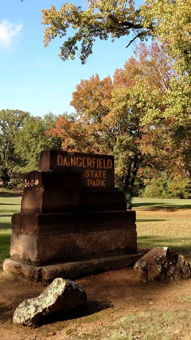 Fall colors at Daingerfield State Park in northeast Texas ...