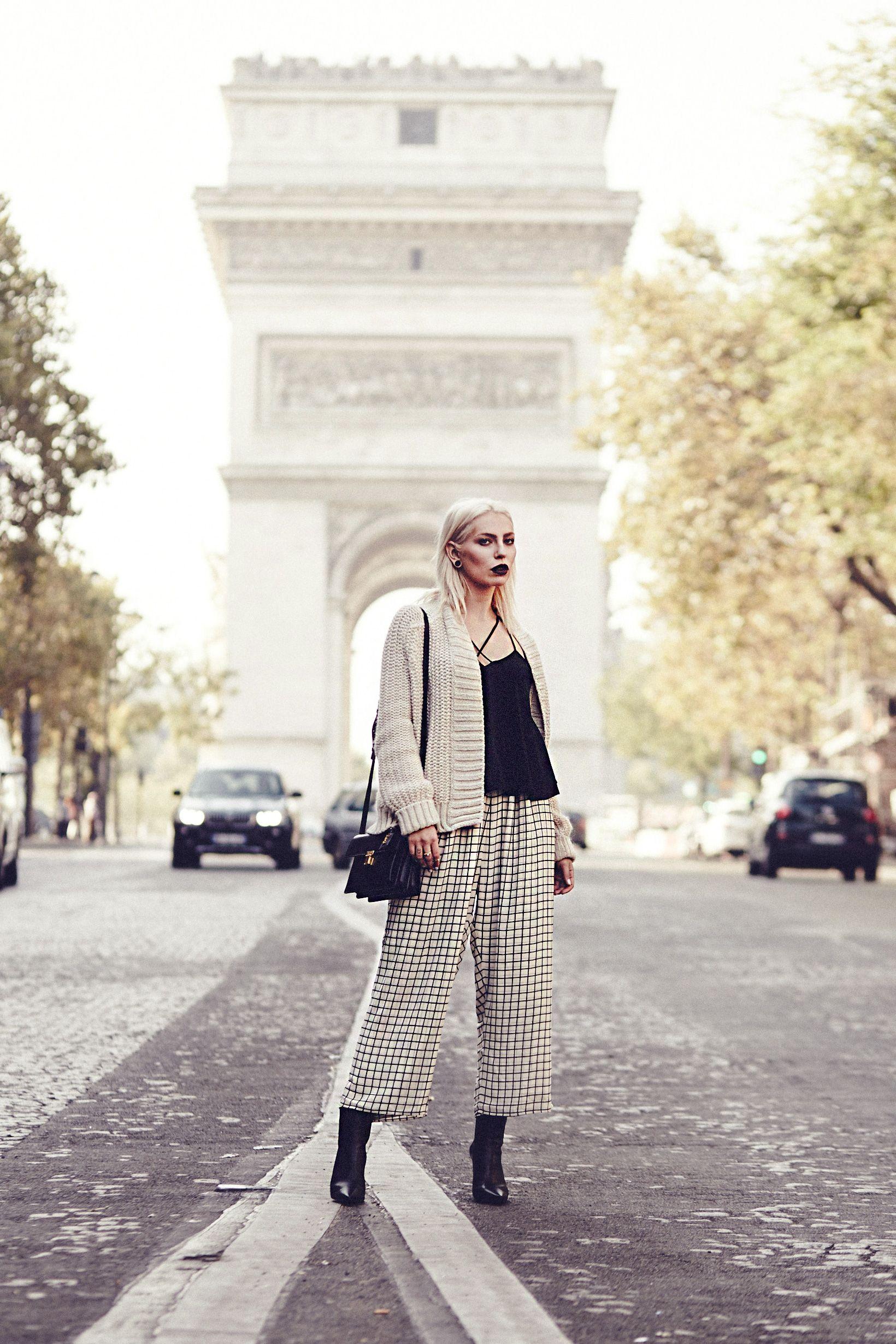 Arc de triomphe black and white dresses