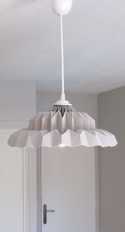 """Suspension """"Charme de l'ancien"""" en origami gris : Luminaires par minilie"""