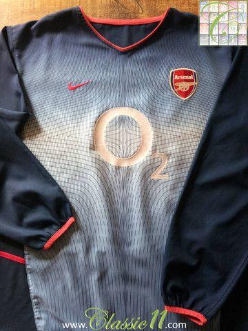 3cad47b9f0c Relive Arsenal s 2002 2003 season with this vintage Nike away long sleeve football  shirt.