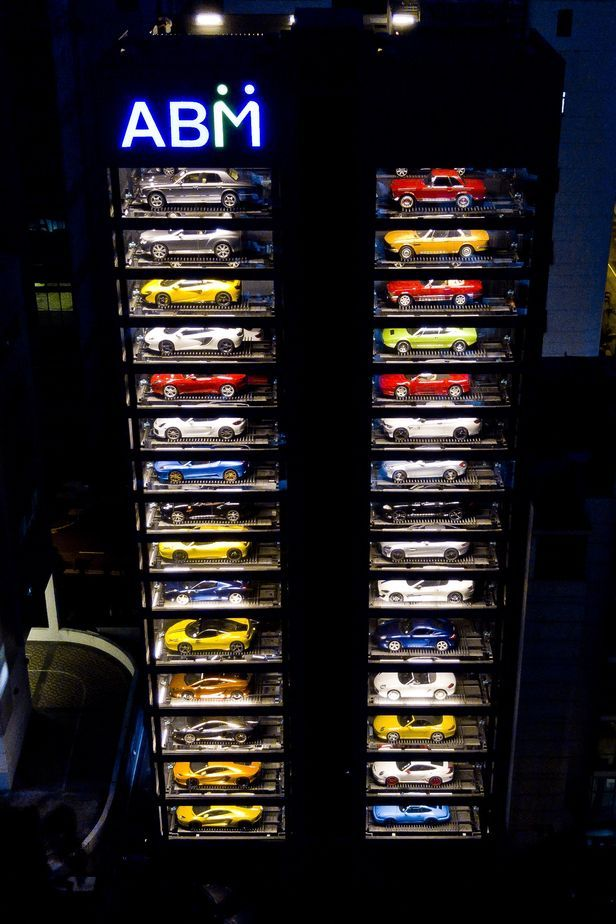 The World S Largest Luxury Car Vending Machine Senatus Motor