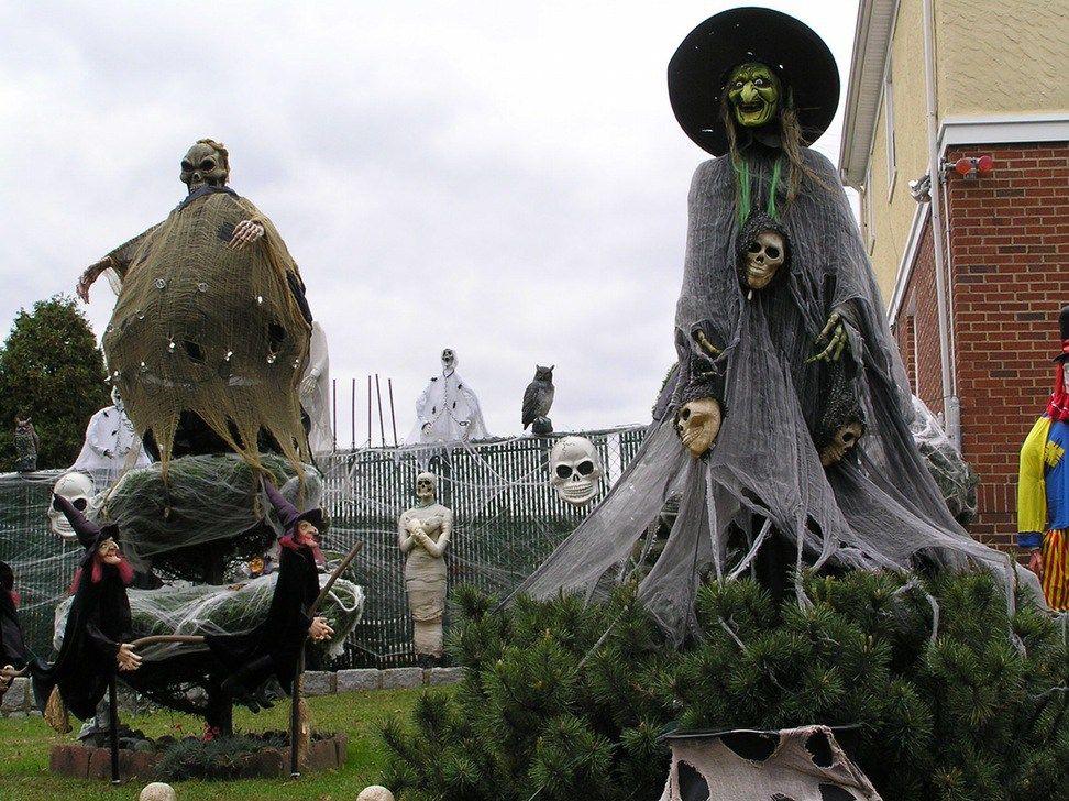 Resultado de imagen para haunted horror decor todo brujas