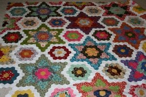 Grandmother s flower garden hexagon addiction quilts flower quilts flowers for Grandmother flower garden quilt pattern variations