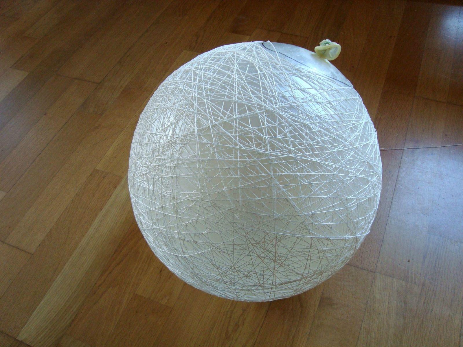 Boule De Noel Ficelle.Diy Boules En Ficelle Bricolage Enfants Lustre Boule